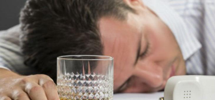 Cómo manejar el alcoholismo en el trabajo